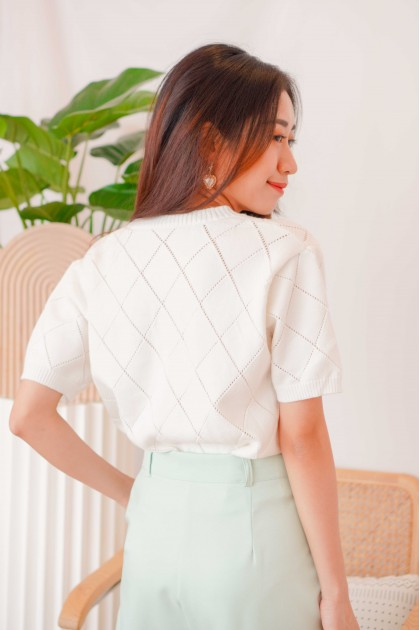 (BACKORDER) Honeycomb Floral Knit Top in White