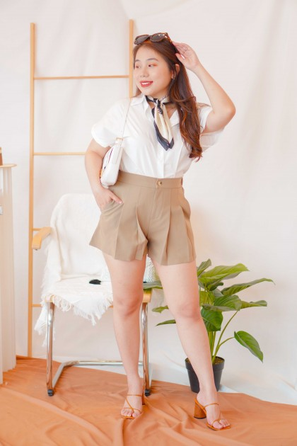 Simple Call Shorts in Brown