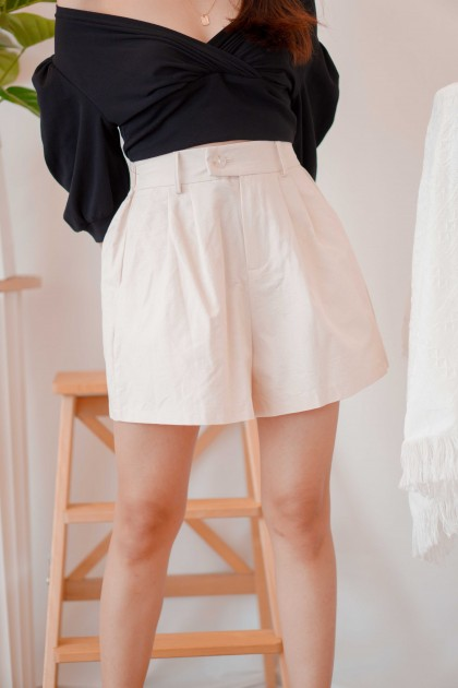 Monaco Inn Linen Shorts in Beige