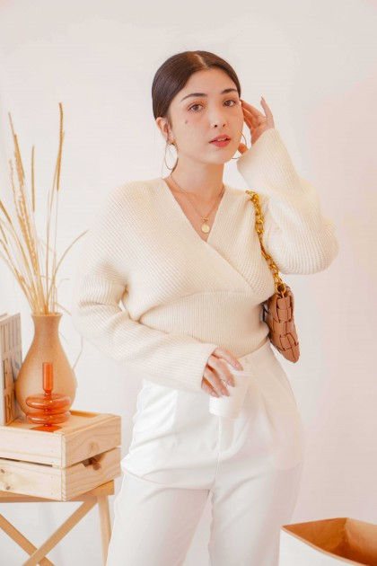 (BACKORDER) Winter Maybe V Neck Knit Top in Cream